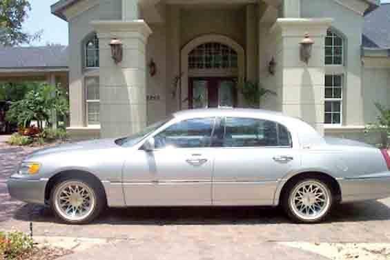 Lincoln Town Car Signature 2000 Silver 48k Miles 15 900 Obo