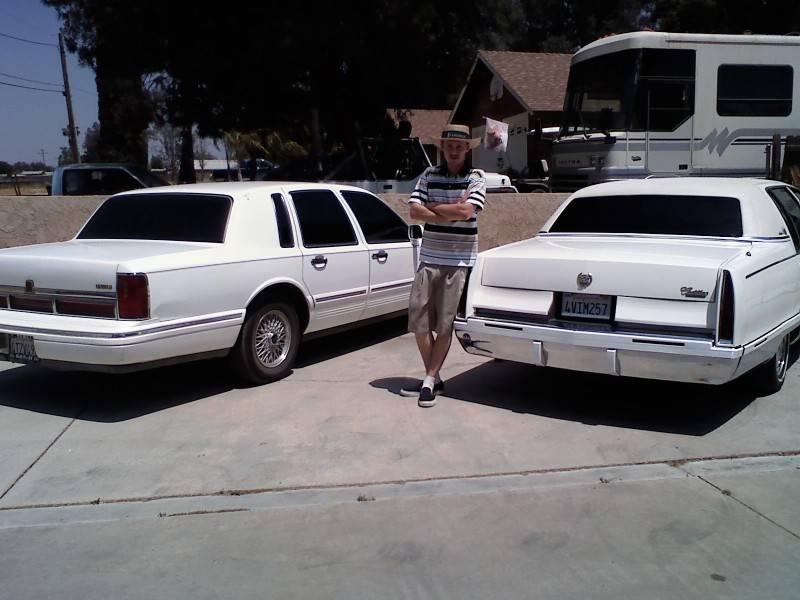 Cadillac Fleetwood Brougham vs Lincoln town car  Lincoln vs
