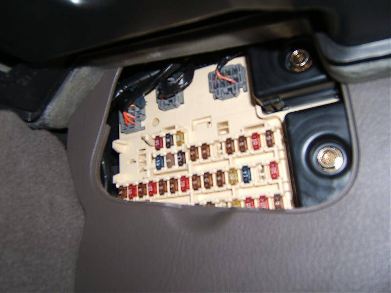 2000 lincoln ls relay 1 in passenger side fuse compartment lincoln rh lincolnvscadillac com 2000 lincoln ls fuse box location 2001 lincoln ls fuse box location